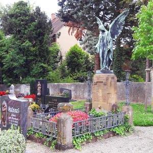 Antiker Grabanlage mit Engel WMF (19. Jhdt.) aus Bonze & Sandstein - Einzelgrab