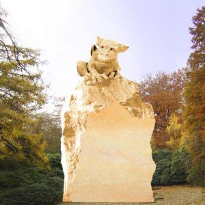 Grisu Grabstein Felsen mit Drachen