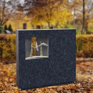 Spiritus Sagitari Breiter Einzelgrabstein mit Bronze Ornament Engel