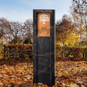 Lucus Nigra Dunkle Granit Grabstele für Ein Urnengrab mit Lebensbaum Ornament aus Bronze