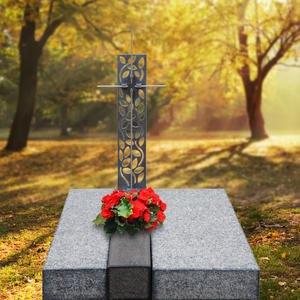 Avellino Cruzis Dunkle Granit Urnengrab Liegeplatte mit Grabkreuz in Bronze