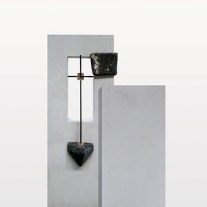 Arezzo Einzelgrabstein Hell/dunkel in Kalkstein & Granit mit Bronze Grabkreuz