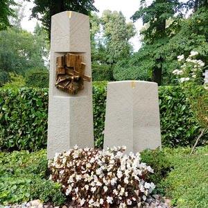 Messia Grabmal Doppelgrab mit Jesus Christus Figur aus Bronze