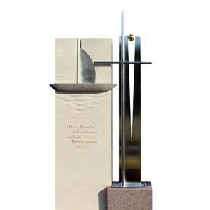 La Vela Crux Grabmal Doppelgrab Naturstein Edelstahl Boot Design