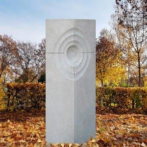 Sigean Grabmal Einzelgrab mit Kalkstein Relief