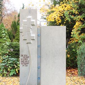 Binaria Grabstein Einzelgrab Naturstein mit Kreuzen gestaltet