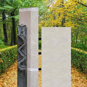 La Via Grabstein Kalkstein Granit Zweiteilig Jesus Plastik