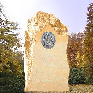 Heraldik Grabmal mit Bronzewappen