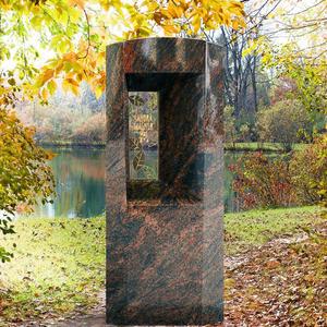 Fenestra Granit Einzelgrabmal / Poliert mit Floralem Bronzeornament & Inschrift