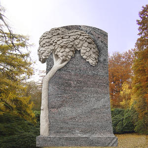 Grabdenkmal mit Lebensbaum