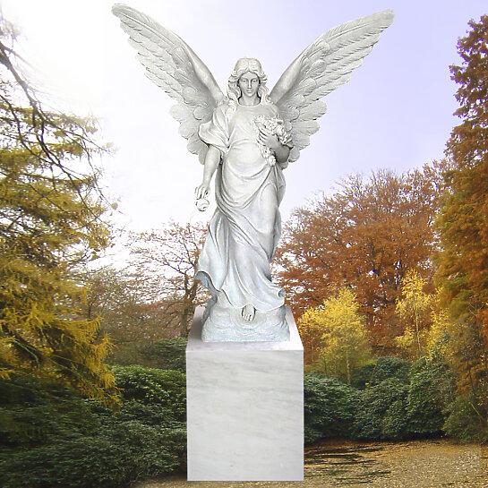 Serafina – Stehender Grabengel mit Rosen