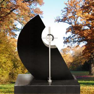 Girod Handwerklicher Granit Grabstein in Schwarz mit Edelstahl Kreuz