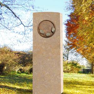 Lapis Folium Heller Kalkstein Grabstein mit Bronze Ornament / Floral - Einzelgrab