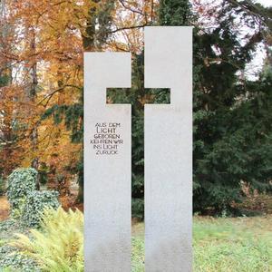 Antonio Helles Urnengrab Grabmal mit Kreuz