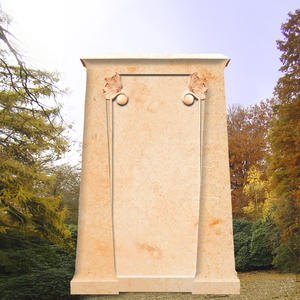 Chopin Klassisches Grabdenkmal mit Voluten
