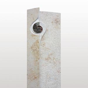 Ingresa Individueller Grabstein aus Kalkstein mit Fossil für ein Einzelgrab