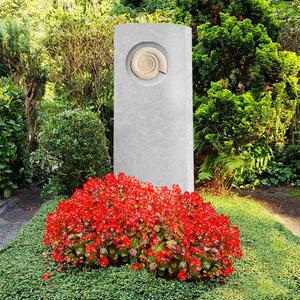 Memoria Origo Kalkstein Grabstein mit Ammonit / Urnengrab
