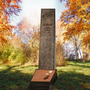 Agostino Kindegrab Stele in Schwarzem Granit