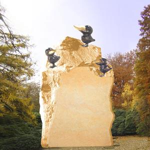 Socke Kindergrabmal mit Bronze Raben