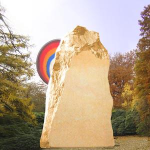 Monti Grabstein Felsen mit Glas Regenbogen