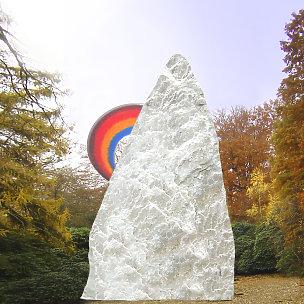 Montagna Kindergrabstein Felsen mit Regenbogen