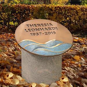 Alassio Kleiner Grabstein für Ein Urnengrab mit Runder Bronze Schriftplatte