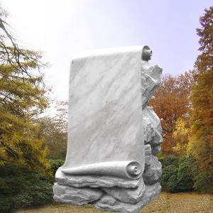 Voltaire Grabdenkmal mit Schriftenrolle