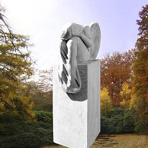 Leonie Grabstein mit weinendem Engel