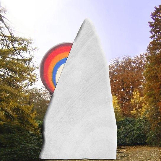 Regenbogenberg – Grabstein mit Regenbogen