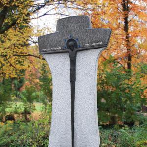 Moderner Grabstein Naturstein Kreuz mit Jesus