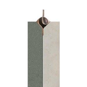 Mondavio Moderner Urnenstein Zweifarbig aus Jura Kalkstein mit Bronze Ornament