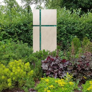 Amadei Crucis Modernes Doppelgrabmal mit Glas - Religiös/christliche Symbolik in Kalkstein