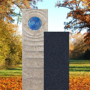 Sovello Celeste Muschelkalk Einzelgrabstein Zweiteilig Hell/dunkel mit Glas in Blau