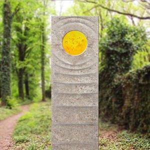Levanto Sola Muschelkalk Urnengrab Grabstein mit Glas Element in Gelb