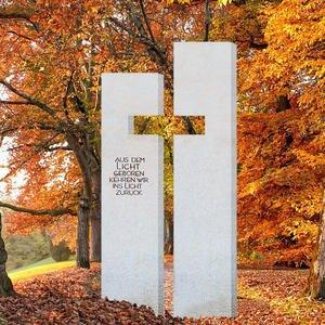 Antonio Naturstein Grabmal mit Kreuz Gestaltet