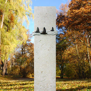 Murillo Origineller Doppelgrab Naturgrabstein mit Bronzeschmuck vom Steinmetz