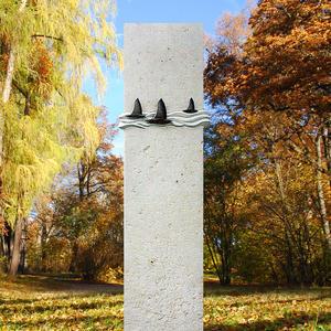 Murillo Originelles Urnengrabmal aus Stein mit Wellen und Segelbooten aus Bronze