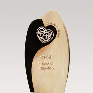 Romantischer Grabstein mit Herz Motiv - Bronze, Granit & Quarzit Hell-dunkel