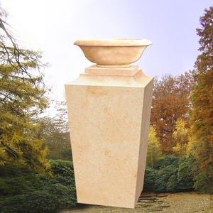 Calvia Grabdenkmal mit Pflanzschale