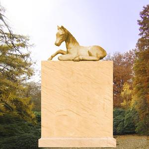 Fury Kindergrabmal mit Pferdeskulptur
