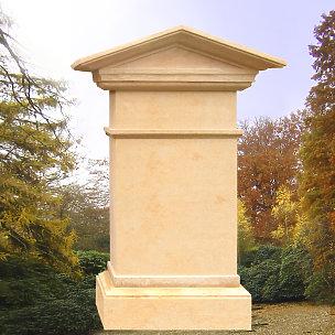 Tympanon Klassisches Grabmal mit Tymphanon