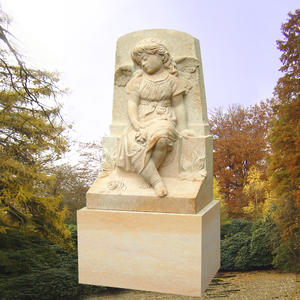 Serafin Kindergrabstein mit Engelsmädchen