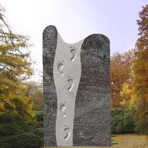Florentine Kindergrabstein mit Fußabdrücken