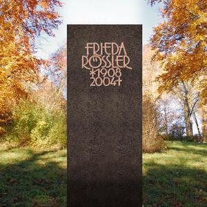 Albona Blanco Schwarzer Granit Urnengrabstein Modern & Zeitlos