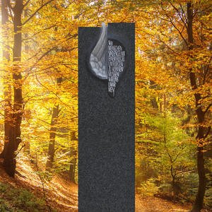 Fleurie Schwarzer Urnengrabstein Granit Stele mit Flã¼gel Relief