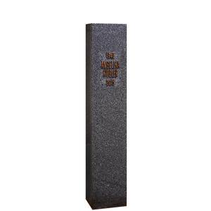 Stylus Urnengrab Stele aus Schwarzem Granit & Bronze Inschrift