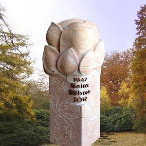 Zora Grabstein mit Blütenknospe