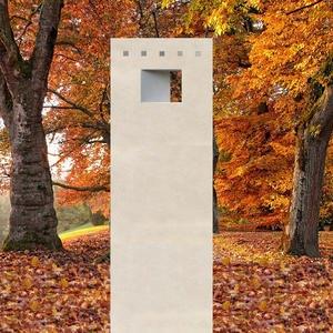 Clervaux Urnengrab Stele Naturstein mit Öffnung