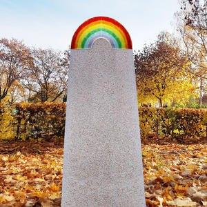 Lucca Arco Urnengrabmal Kalkstein mit Glas Regenbogen