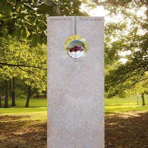 Raphael Speculo Urnengrabstein Granit mit Glaskugel & Blume